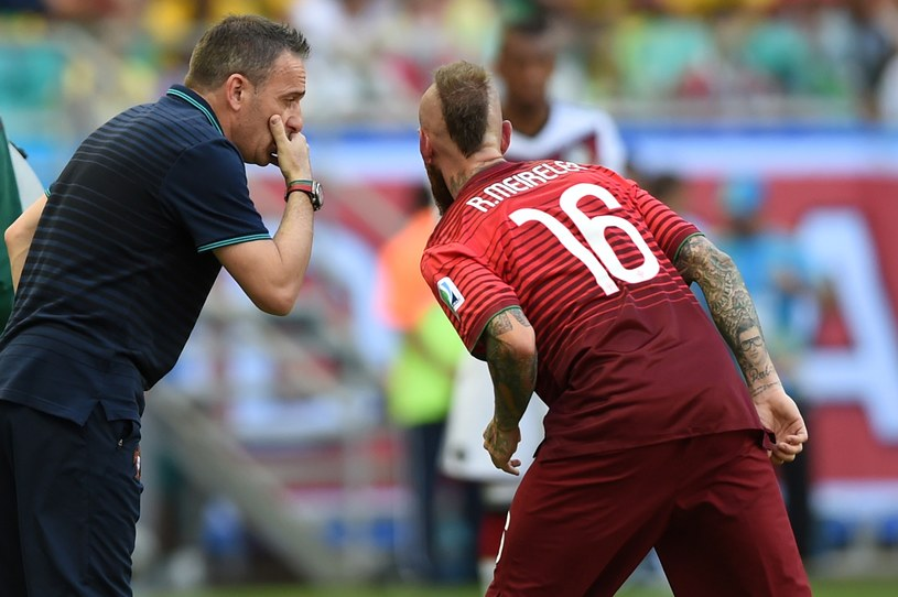 Trener Paulo Bento i Raul Meireles podczas meczu z Niemcami /AFP