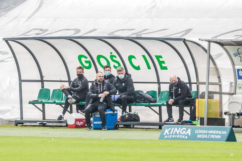 Trener Piotr Tworek na ławce Warty Poznań /MICHAL CHWIEDUK / FOKUSMEDIA.COM.PL / NEWSPIX.PL /Newspix
