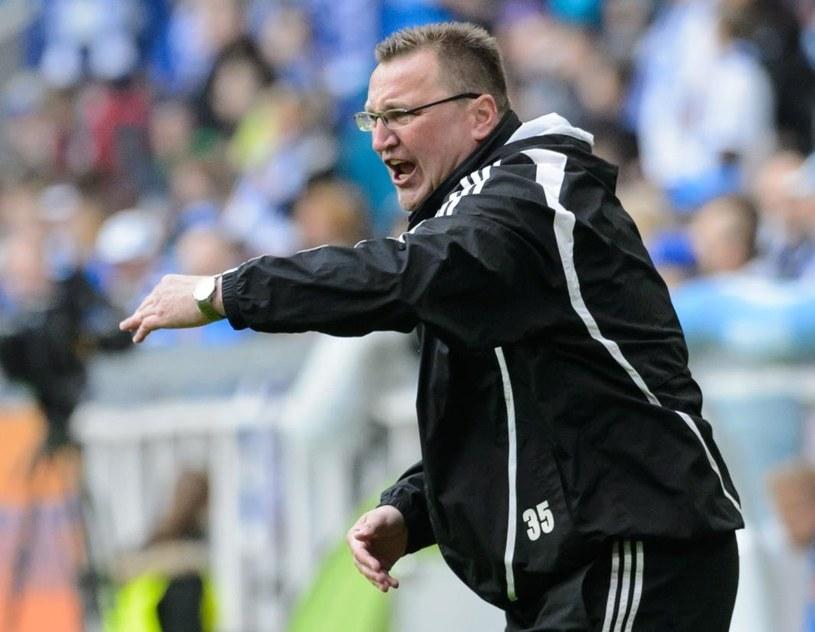 Trener Podbeskidzia Czesław Michniewicz podczas meczu z Lechem /Fot. Jakub Kaczmarczyk /PAP