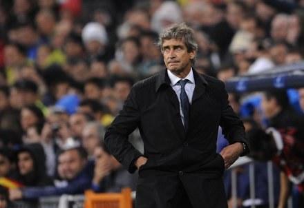 Trener Realu - Manuel Pellegrini nie ma wesołej miny. /AFP
