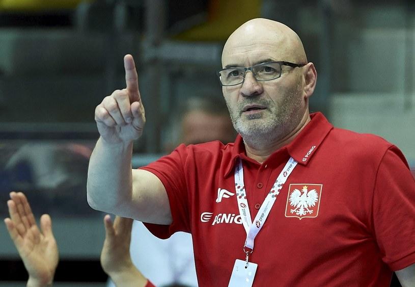 Trener reprezentacji Polski Leszek Krowicki podczas meczu eliminacyjnego mistrzostw Europy piłkarek ręcznych z Czarnogórą /Adam Warżawa /PAP
