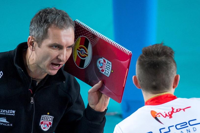 Trener Resovii Andrzej Kowal i Krzysztof Ignaczak /Tytus Żmijewski /PAP