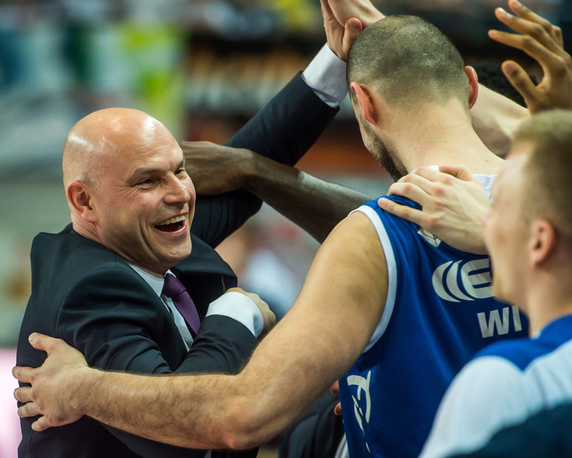 Trener Rosy Radom Wojciech Kamiński wraz z zawodnikami /Tytus Żmijewski /PAP