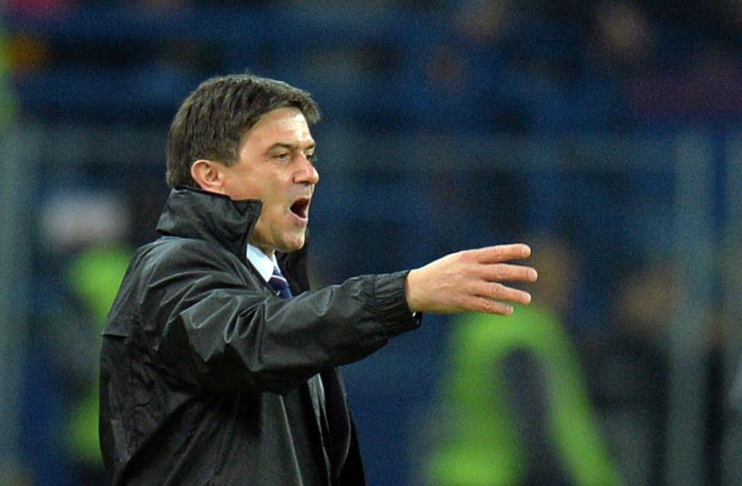 """Trener Ruchu, Waldemar Fornalik wraz z współpracownikami w piątek podejmie decyzję, czy Portugalczyk przyda się """"Niebieskim"""" /AFP"""