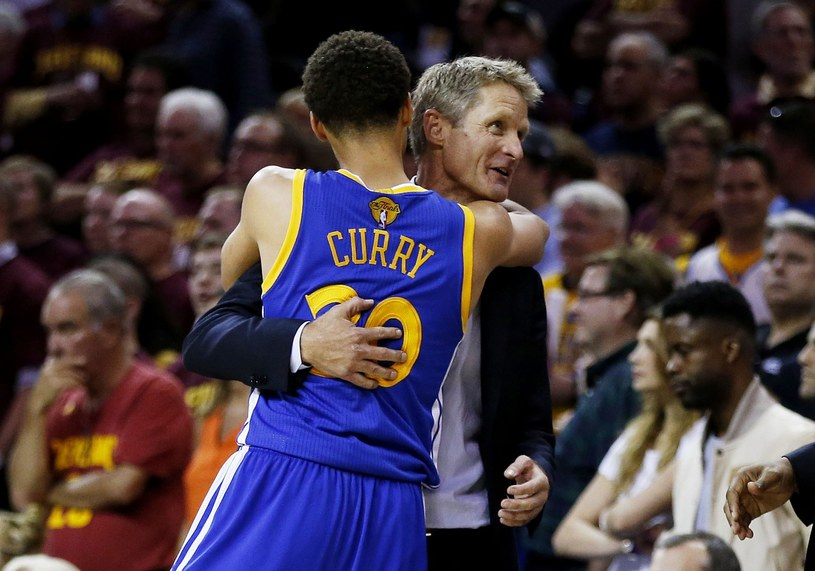 Trener Steve Kerr i Stephen Curry /AFP