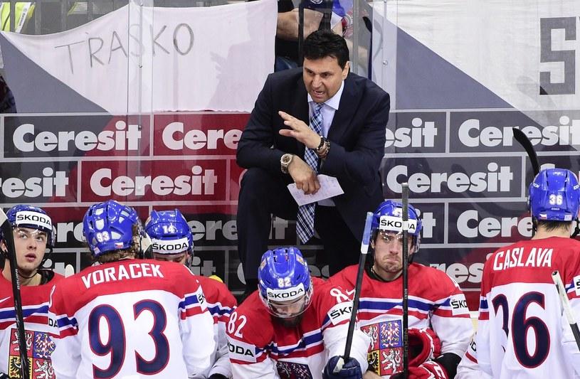 Trener Vladimir Rużiczka z czeskimi hokeistami podczas niedawnych MŚ w Czechach /AFP