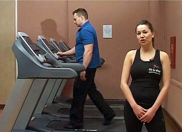 Trening na siłowni zawsze rozpoczynamy od rozgrzewki /INTERIA.PL