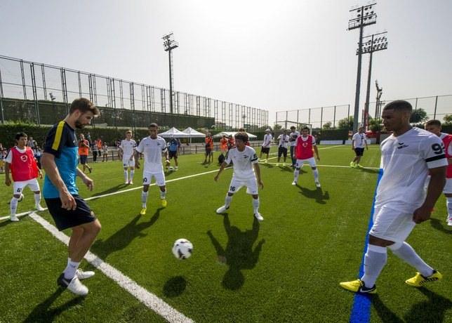 Trening z Gerardem Pique to niezapomniane przeżycie dla młodych piłkarzy /materiały prasowe