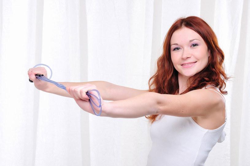 Trening ze skakanką pomoże ci wyrzeźbić sylwetkę /123RF/PICSEL