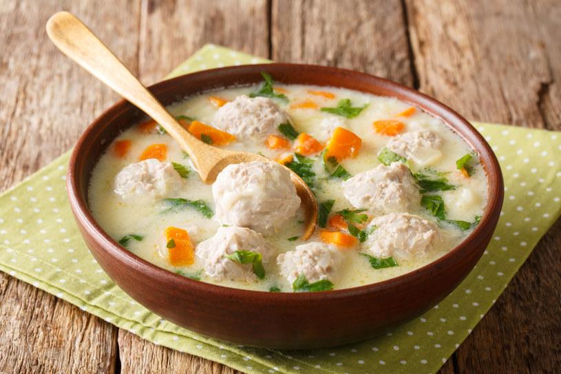 Treściwa zupa  z warzywami i mięsem mielonym /123RF/PICSEL