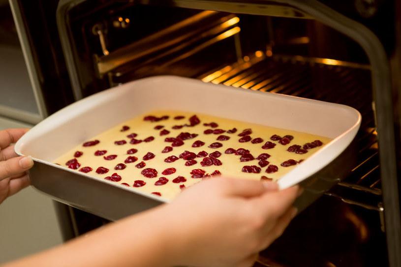 Triki ułatwiające pieczenie ciast /©123RF/PICSEL