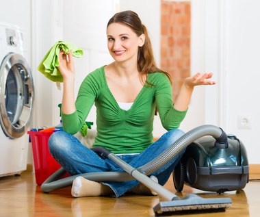 Triki ułatwiające sprzątanie. Sposoby na szybkie porządki