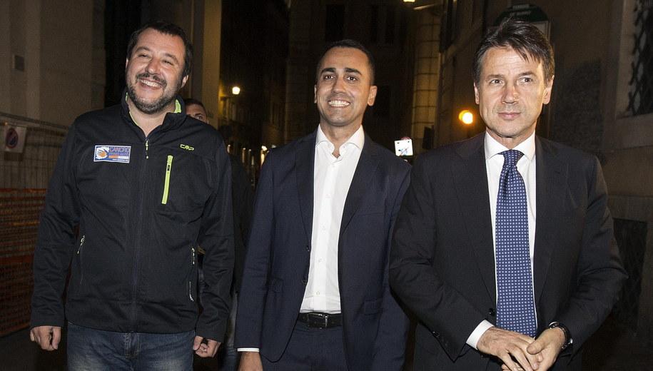 Trio rządzące włochami: wicepremier Matteo Salvini (Liga), wicepremier Luigi Di Maio (Ruch Pięciu Gwiazd) oraz premier Giuseppe Conte /RICCARDO ANTIMIANI /PAP/EPA