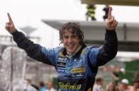Triumfujący Fernando Alonso /AFP
