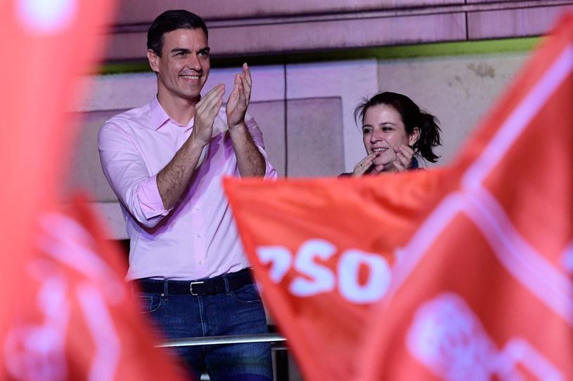 Triumfujący Pedro Sanchez /AFP