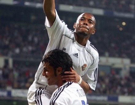 Triumfujący Robinho. Real-Nastic 2:0 /AFP