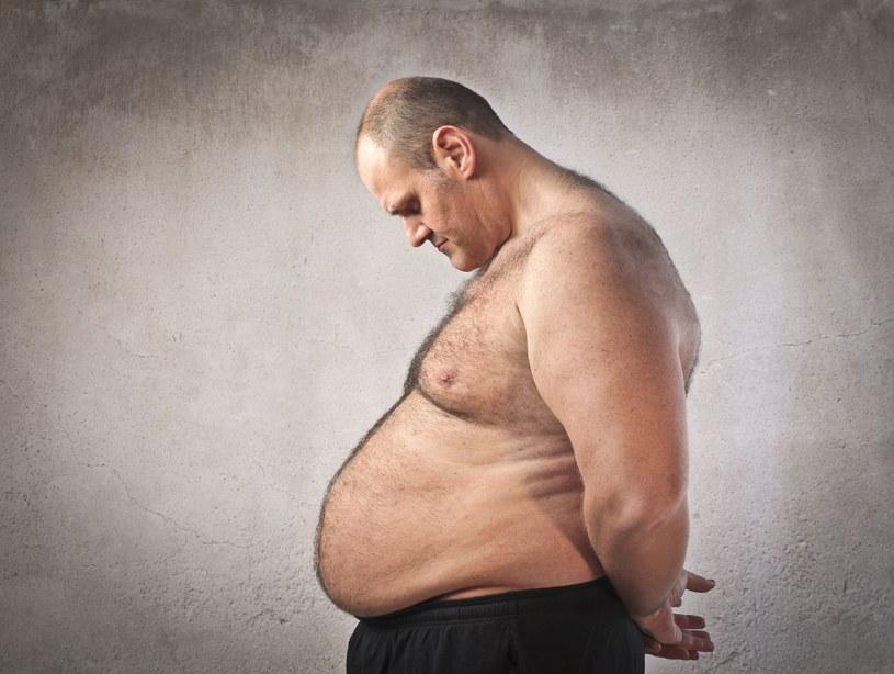 Trochę tłuszczyku za dużo... /123RF/PICSEL
