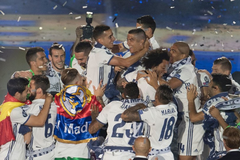Trofeum bronią piłkarze Realu Madryt /AFP