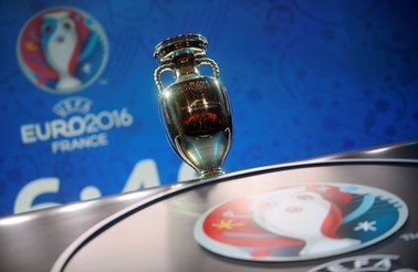 Trofeum i piłka Euro 2020