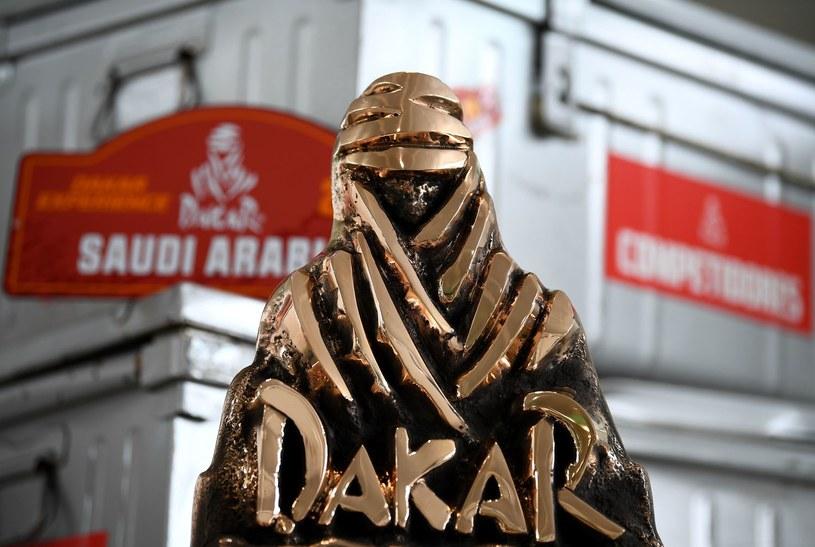 Trofeum za zwycięstwo w Rajdzie Dakar /AFP