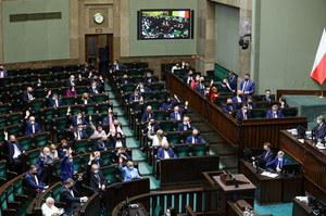 Troje posłów PiS się wyłamało w kluczowym głosowaniu. Sobolewski zapowiada konsekwencje