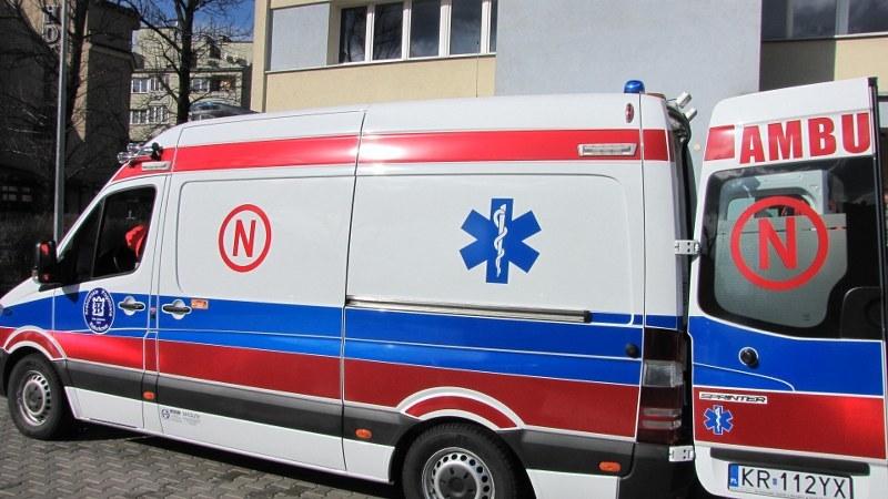 Trójka dzieci trafiła do szpitala karetką (zdjęcie ilustracyjne) /Jacek Skóra /RMF FM