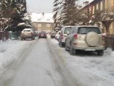 Trójmiejskie spółdzielnie nie radzą sobie z odśnieżaniem osiedlowych dróg