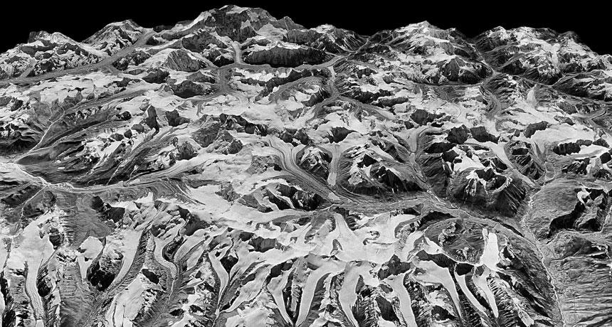Trójwymiarowy obraz lodowców Himalajów na podstawie odtajnionego zdjęcia szpiegowskiego z 20.12.1975 roku /J. MAURER/LDEO /Materiały prasowe
