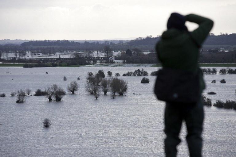 Trudna sytuacja pogoda w Anglii /AFP