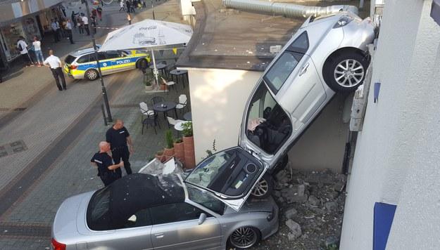 Trudna sztuka parkowania /DANIEL KNOPP /PAP/EPA