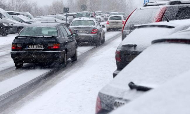 Trudne warunki na zakopiańskich drogach /Grzegorz Momot /PAP