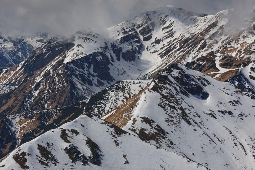 Trudne warunki w górach, zdj. ilustracyjne /ADAM LAWNIK /East News