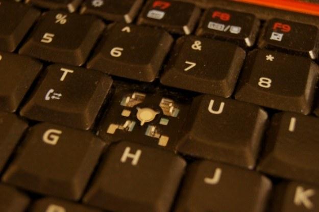 Trudno byłoby nie zauważyć takiej wady, ale pozornie sprawna klawiatura potrafi nieprzyjemnie zaskoczyć /INTERIA.PL