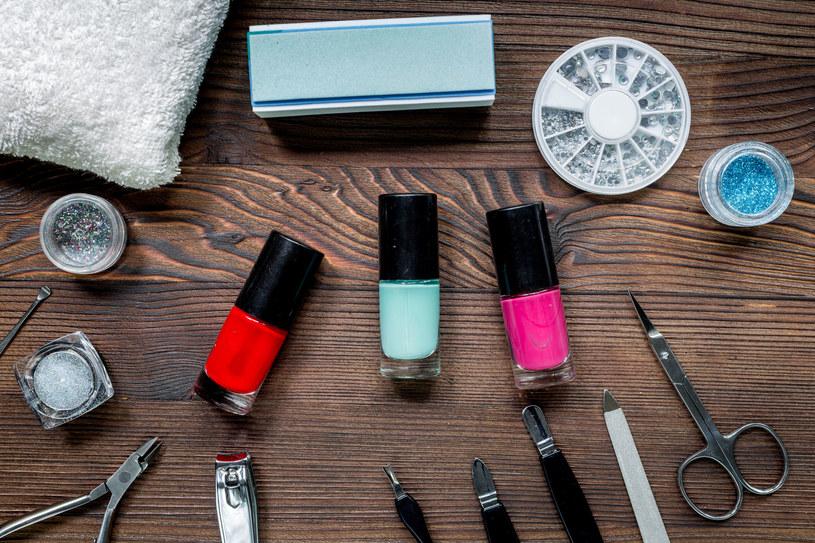 Trudno nazwać lakier do paznokci produktem obojętnym dla zdrowia /123RF/PICSEL