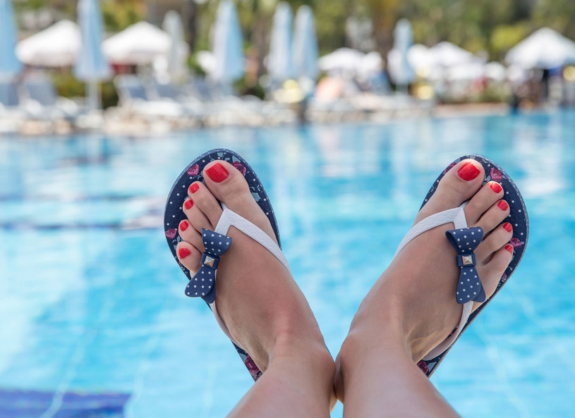 Trudno sobie wyobrazić piękniejsze tło dla lekkich bucików /123RF/PICSEL