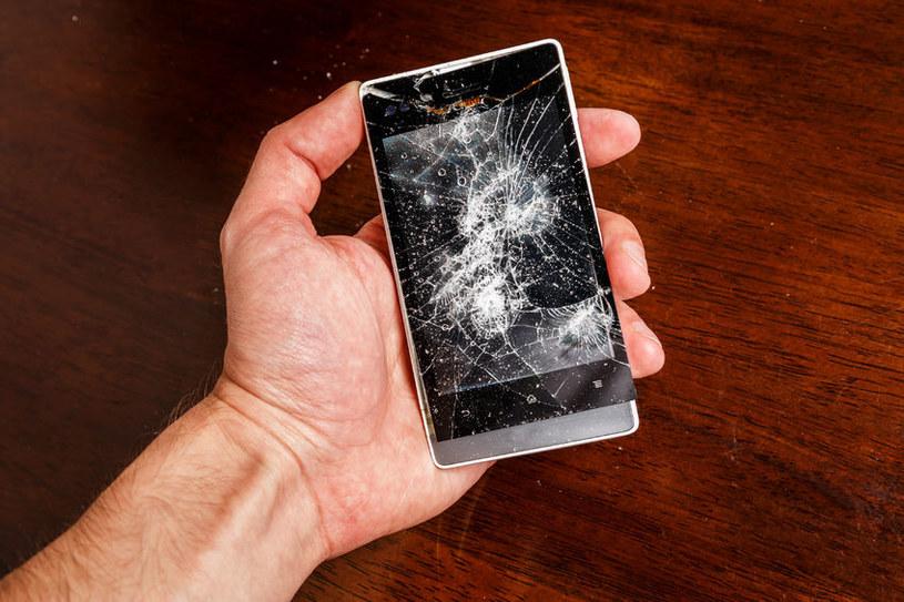 Trudno wyobrazić sobie aby ekrany w smartfonach i tabletach czy szyby w oknach stały się niemal niezniszczalne /123RF/PICSEL