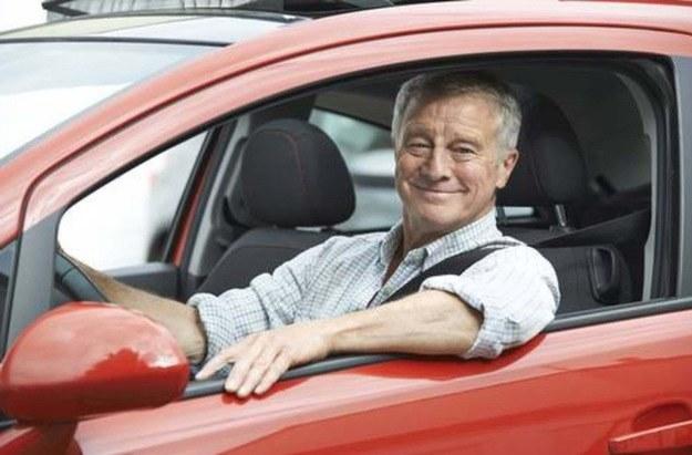 Trudno zaprzeczyć temu, że z wiekiem pogarszają się nasze umiejętności za kierownicą /East News