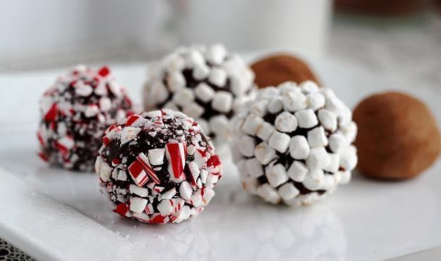 Trufle czekoladowe /© Photogenica