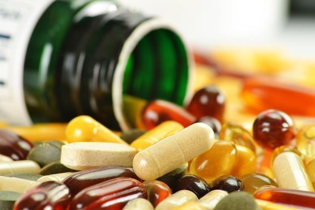 Trujemy się fałszywymi lekarstwami /©123RF/PICSEL