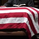 Trumna z ciałem Busha seniora w drodze do College Station