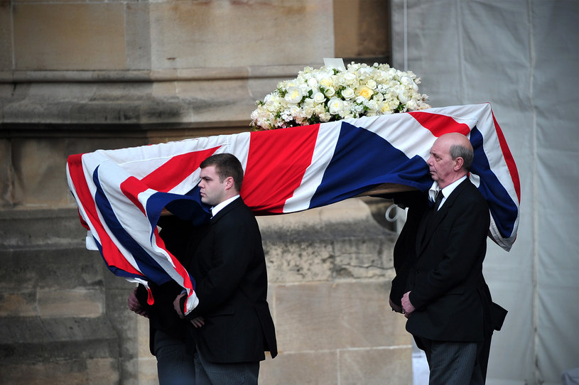 Trumna z ciałem Margaret Thatcher /AFP