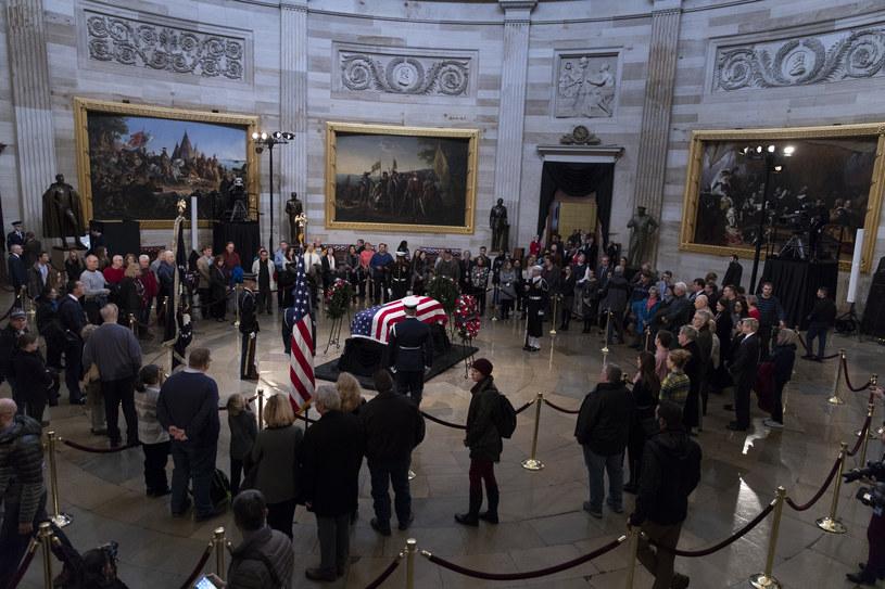 Trumna z ciałem prezydenta George'a H. W. Busha /Alex Edelman / AFP /AFP