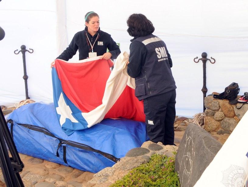 Trumna z ekshumowanymi szczątkami Pablo Nerudy /AFP