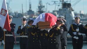 Trumna z prochami admirała Unruga rusza do Polski