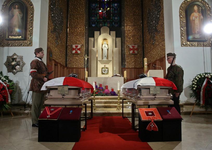 Trumny wystawione w Katedrze Polowej Wojska Polskiego w Warszawie /Rafał Guz /PAP