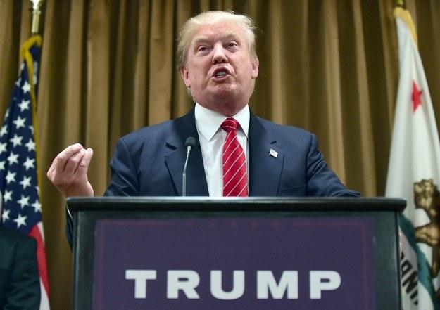 Trump chce odbierać obywatelstwo za spalenie flagi USA /AFP
