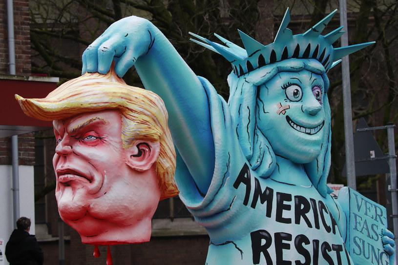 Trump przedstawiony na karykaturze /REUTERS/Wolfgang Rattay /Agencja FORUM