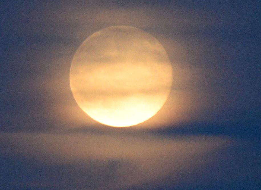 Truskawkowy Księżyc /STEFAN ROUSSEAU /PAP/PA