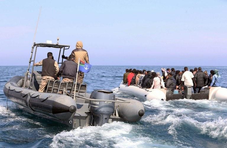 Trwa akcja ratunkowa /MAHMUD TURKIA  /AFP