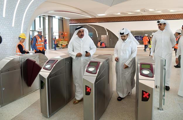 Trwa budowa metra w Dausze, stolicy Kataru. Nz. inspekcja /EPA